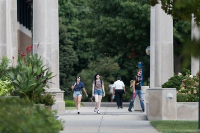 students on UIS campus