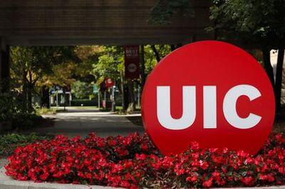 UIC logo sculpture on campus